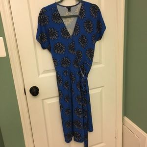 Ann Taylor Blue and Gray leaf print wrap dress